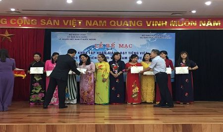73 giao vien Viet Nam o nuoc ngoai hoan thanh tap huan giang day tieng Viet - Anh 3