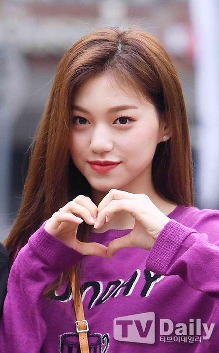 Dan visual lung linh cua I.O.I tai ngo tren duong den Music Bank - Anh 2