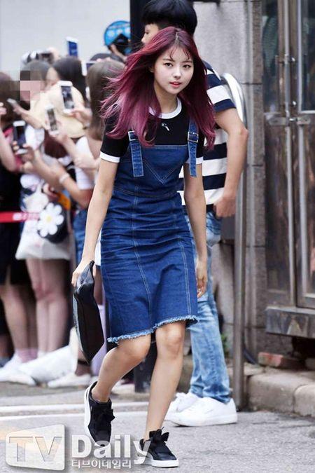 Dan visual lung linh cua I.O.I tai ngo tren duong den Music Bank - Anh 7