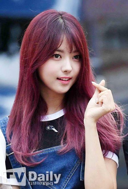 Dan visual lung linh cua I.O.I tai ngo tren duong den Music Bank - Anh 8