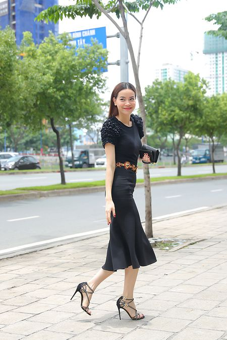 Khong can Kim Ly, Ha Ho goi cam tu lai xe sang di du tiec - Anh 2