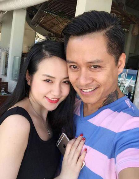 """Lo anh fan nu hon """"ong bo hai con"""" Tuan Hung trong bar - Anh 3"""
