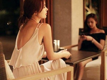 Chi hang xom lam me don than va dua con cang lon cang giong… chong toi - Anh 3