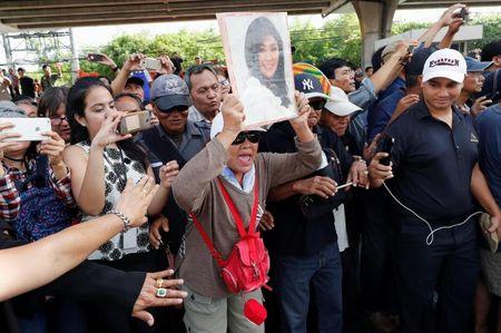 Cuu Thu tuong Thai Lan Yingluck da bo tron, toa an phat lenh truy na? - Anh 2