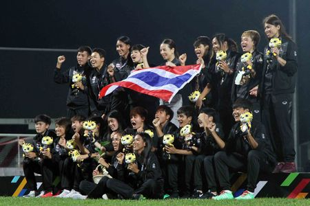 Nu Viet Nam gianh HCV SEA Games, Thai Lan 'chet lang' do le nhu mua - Anh 2