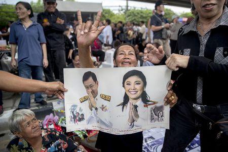 NONG: Nghi van cuu Thu tuong Yingluck tron sang nuoc ngoai - Anh 4