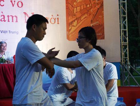 Mua quyen tai le ra mat sach 'Su de' cua vo su Tran Viet Trung - Anh 3