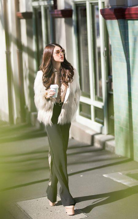 Jolie Nguyen mac sanh dieu dao pho o Australia - Anh 1