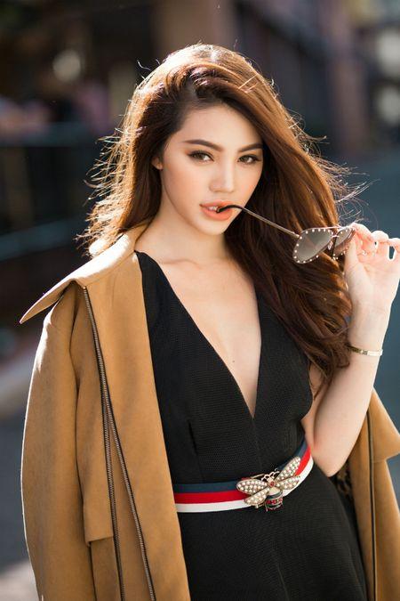 Jolie Nguyen mac sanh dieu dao pho o Australia - Anh 4