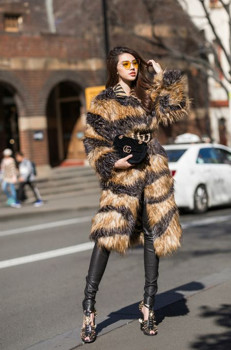 Jolie Nguyen mac sanh dieu dao pho o Australia - Anh 5