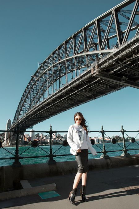 Jolie Nguyen mac sanh dieu dao pho o Australia - Anh 9