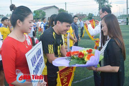 Khai mac Giai bong da nganh Thong tin va Truyen thong Ha Tinh - Anh 1