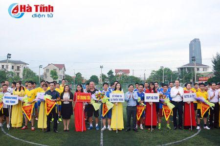 Khai mac Giai bong da nganh Thong tin va Truyen thong Ha Tinh - Anh 2