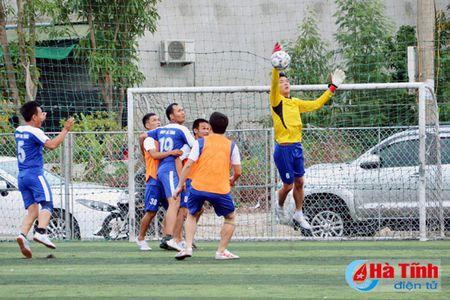 Khai mac Giai bong da nganh Thong tin va Truyen thong Ha Tinh - Anh 4
