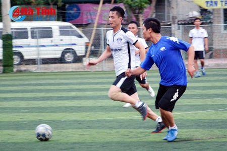 Khai mac Giai bong da nganh Thong tin va Truyen thong Ha Tinh - Anh 6