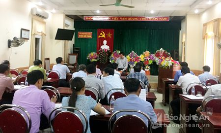Som giao dat cho nguoi dan tai dinh cu Thuy dien Hua Na - Anh 1