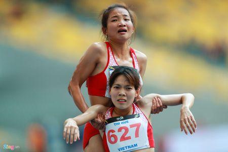 VDV gianh HCV chay 5.000 m diu dong doi cung mung chien thang - Anh 12