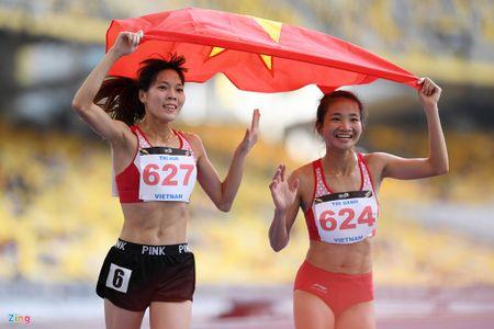 VDV gianh HCV chay 5.000 m diu dong doi cung mung chien thang - Anh 13