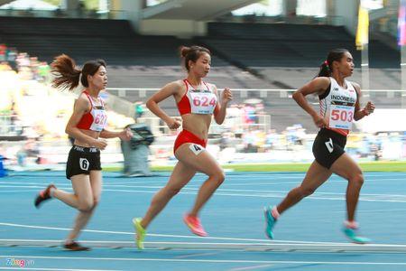 VDV gianh HCV chay 5.000 m diu dong doi cung mung chien thang - Anh 2