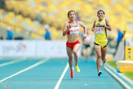 VDV gianh HCV chay 5.000 m diu dong doi cung mung chien thang - Anh 3