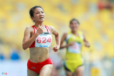 VDV gianh HCV chay 5.000 m diu dong doi cung mung chien thang - Anh 4
