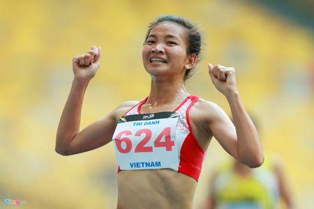 VDV gianh HCV chay 5.000 m diu dong doi cung mung chien thang - Anh 6