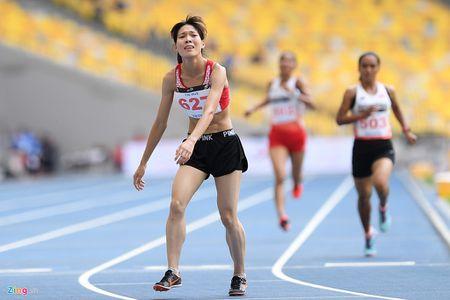 VDV gianh HCV chay 5.000 m diu dong doi cung mung chien thang - Anh 7