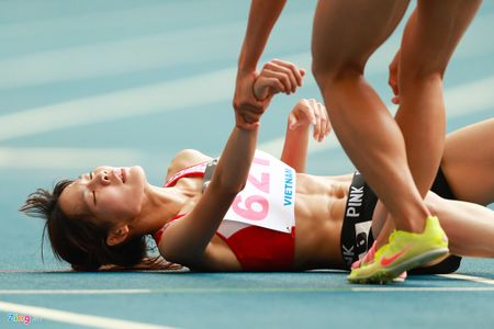 VDV gianh HCV chay 5.000 m diu dong doi cung mung chien thang - Anh 9