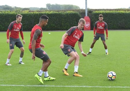 Wenger day au lo truoc dai chien Liverpool - Anh 10