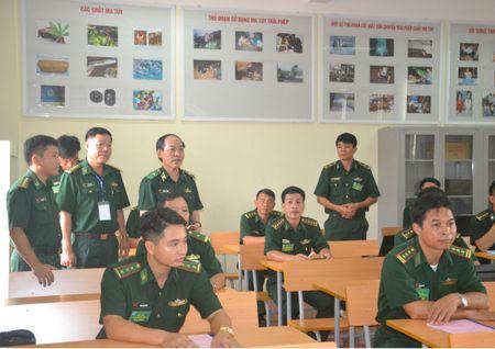 Nang cao chat luong giao duc chinh tri ve hoc tap va lam theo phong cach Ho Chi Minh - Anh 2