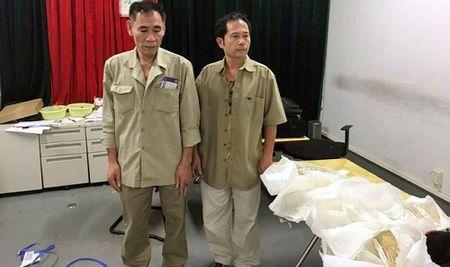 5 doi tuong quan 30 kg vang quanh nguoi tu Hong Kong ve Viet Nam - Anh 2