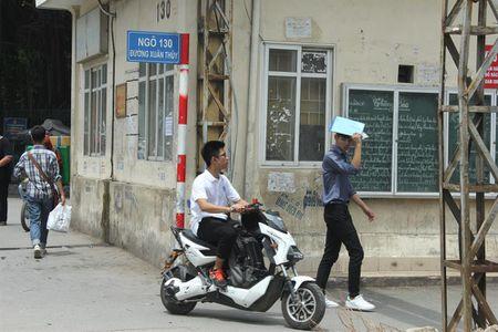 Tran lan canh hoc sinh dau tran di xe dien bat chap luat giao thong - Anh 4
