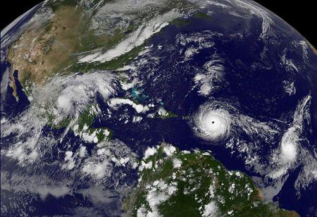 Sieu bao Irma sap do bo, Cuba dat trong tinh trang bao dong - Anh 1