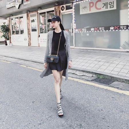 Dan sao Viet bung suc song voi street style ruc ro sac mau - Anh 18