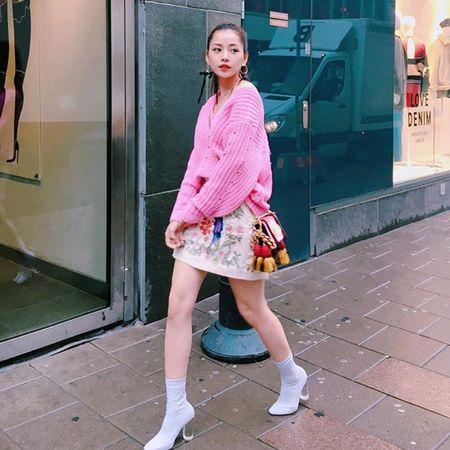 Dan sao Viet bung suc song voi street style ruc ro sac mau - Anh 1