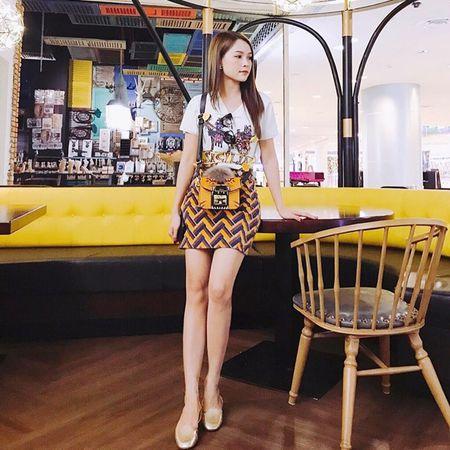 Dan sao Viet bung suc song voi street style ruc ro sac mau - Anh 6