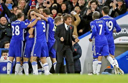 Hoc Man United, Chelsea xu dep voi CDV nha - Anh 1