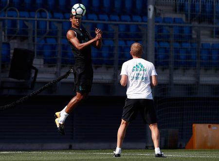 Ronaldo sung suc; Bale van tap rieng - Anh 10