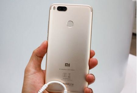Can canh Xiaomi Mi A1 y het Bphone 2017, gia chi mot nua - Anh 3
