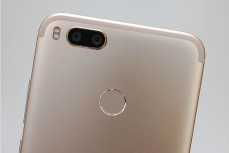 Can canh Xiaomi Mi A1 y het Bphone 2017, gia chi mot nua - Anh 6