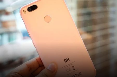Can canh Xiaomi Mi A1 y het Bphone 2017, gia chi mot nua - Anh 9