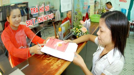 Can thiet quy dinh trang phuc noi cong so - Anh 1