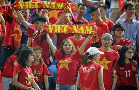 Viet Nam thang nhoc Campuchia: Can dong vien hon la mang nhiec - Anh 1