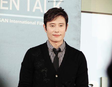 Nhung ong chu U40 gay sot cua dien anh Han Quoc boi 'tre mai khong chiu gia' - Anh 39