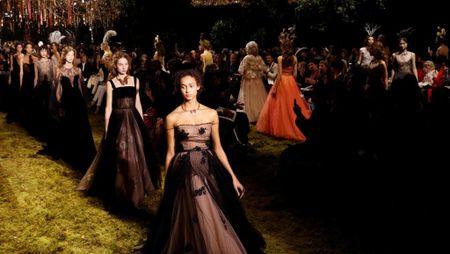 Dior, Gucci ngung su dung nguoi mau gay - Anh 1