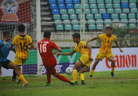 U18 cua HLV Hoang Anh Tuan dai thang ngay ra quan - Anh 2