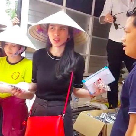 """""""Chet cuoi"""" ly do Ha Ho va Thuy Tien bi chui khi lam tu thien - Anh 2"""