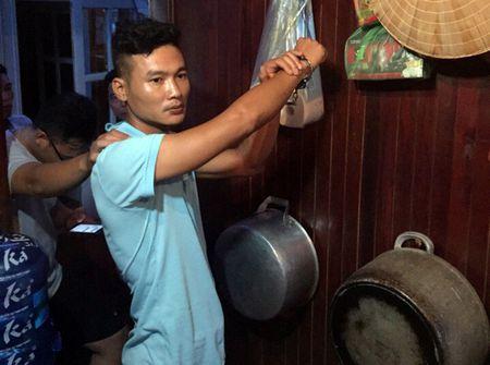 Quang Ninh: Bat thuyen vien trom tien cua du khach - Anh 1