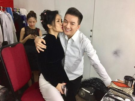"Dam Vinh Hung xung ho hai huoc voi Diva Hong Nhung, ""canh khoe"" Tung Duong - Anh 4"