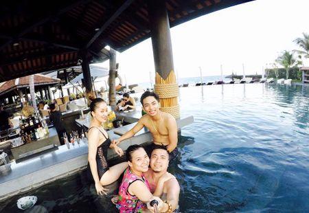 Dien bikini tinh tu ben chong tre Phan Hien, Khanh Thi lo mat moc xuong sac o do tuoi U30 - Anh 7